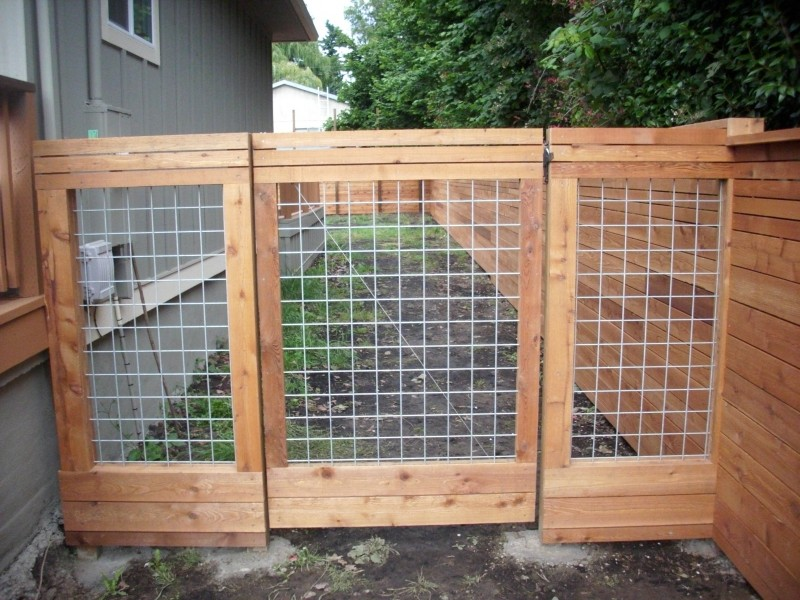 Horizontal Fence With Heavy Duty Gate Custom Hog Panel And