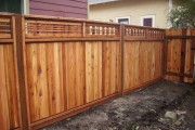 Horizontal lattice top fence